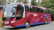 Tilausliikenne Rapin puna-sininen linja-auto